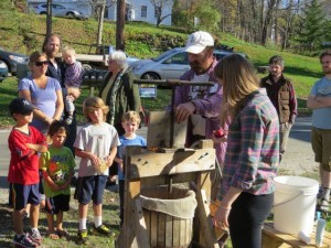 cider-pressing-demo-kids